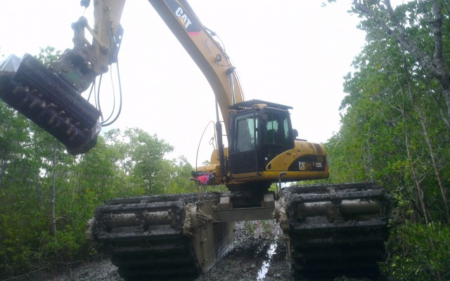 Amphibious Excavator Mulching and Earthworks for Ertech Darwin
